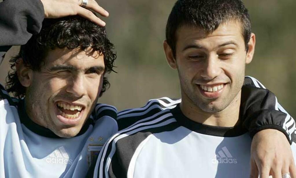 TIL WEST HAM: Den argentinske VM-duoen Carlos Tevez (t.v.) og Javier Mascherano lånes ut til West Ham. Foto: AP/Scanpix
