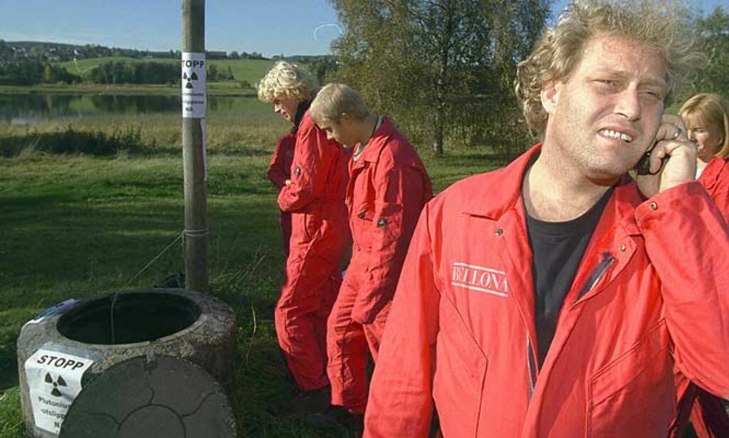 STENG REAKTOREN NÅ: I oktober 1999 aksjonerte Bellona mot Kjeller-reaktoren på grunn av plutoniumutslipp. Nå krever miljøorganisasjonen at anlegget stenges, for godt. Foto: Bjørn Langsem/Dagbladet