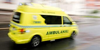 image: Ambulansen rykker ut flere hundre ganger til én person. - Folk i bygda rister på hodet over at slikt bare kan fortsette