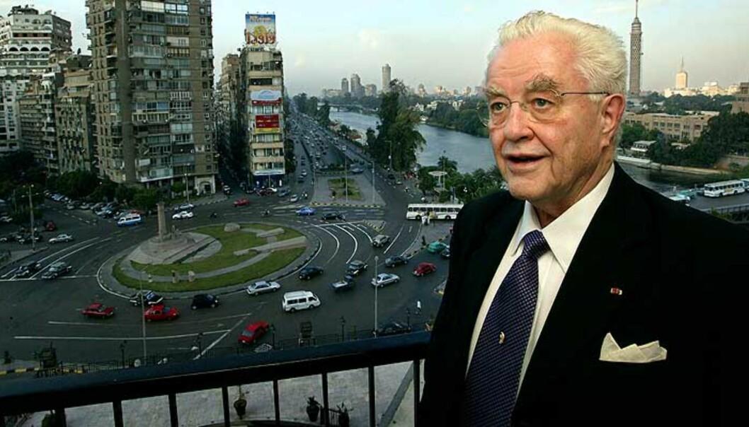 <strong><b>KREFTSYK:</strong></b> Lars Roar Langslet er henrykt over å ha fått være til stede i Egypt og se Peer Gynt. -  Det var fantastisk, jeg er begeistret, sier eksstatsråden som er leder for Nasjonalkomitéen for Ibsen. Foto:SCANPIX