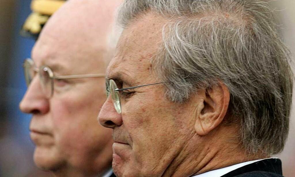 HARDT PRESSET: Demokratene vil trolig spekulere i om Rumsfeld gikk av for å unngå nitide granskninger av opptrappingen til Irak-krigen.