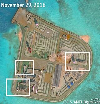 FLERE ØYER: De samme forsvarskapasitetene er også bygd på øya Johnson Reef i Sør-Kinahavet. Foto: CSIS/AMTI / NTB Scanpix