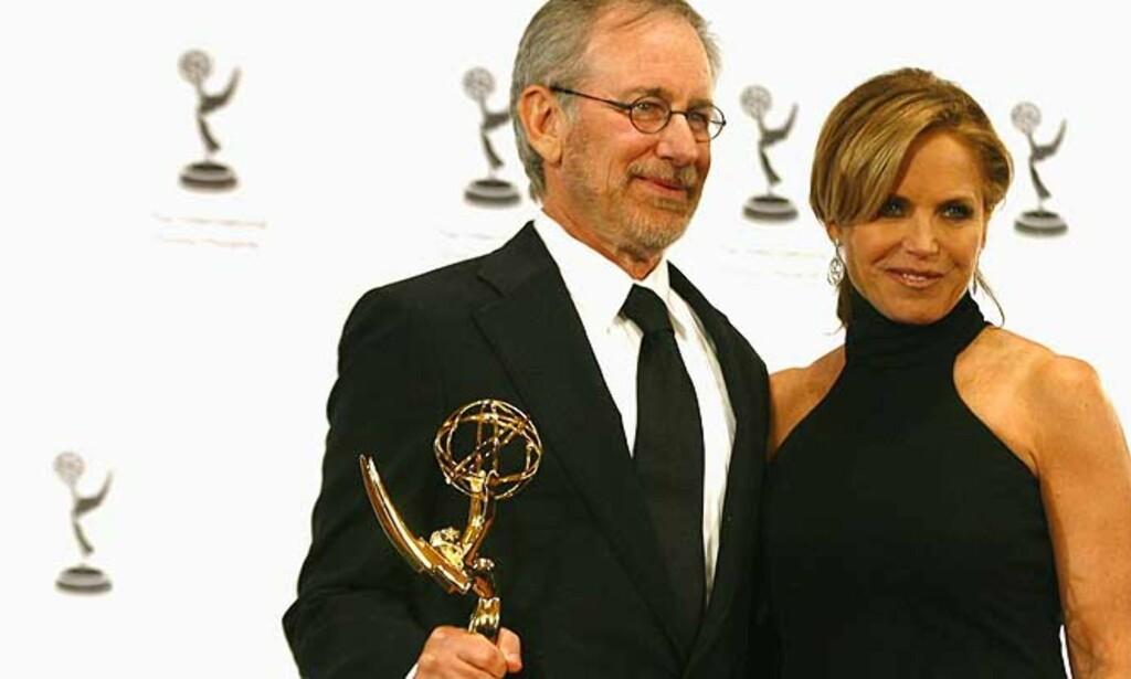 HEDRET:Katie Couric delte ut hedersprisen til Steven Spielberg. Alle foto: SCANPIX