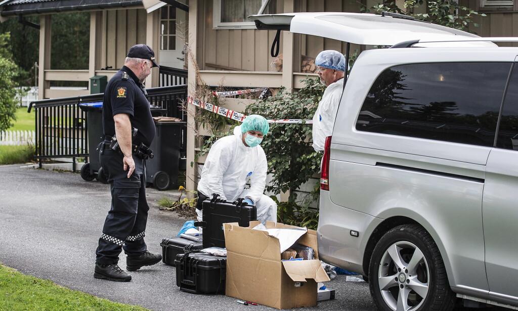 DOKKA: Kriminalteknikkere finkjenner huset til Nils Olav Bakken. Nå knytter to siktede seg til saken. Foto: Hans Arne Vedlog  /  Dagbladet