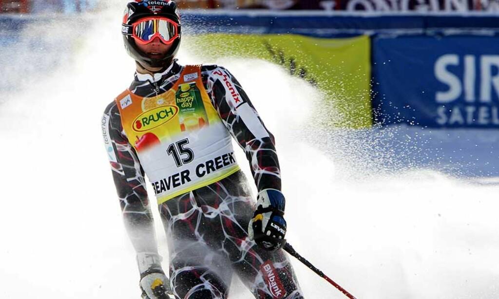 17.PLASS: Aksel Lund Svindal gjorde en stor feil i 2. omgang, og ble dermed ikke bedre enn nummer 17. Det var likevel nok til å beholde ledelsen i verdenscupen sammenlagt. Foto: SCANPIX