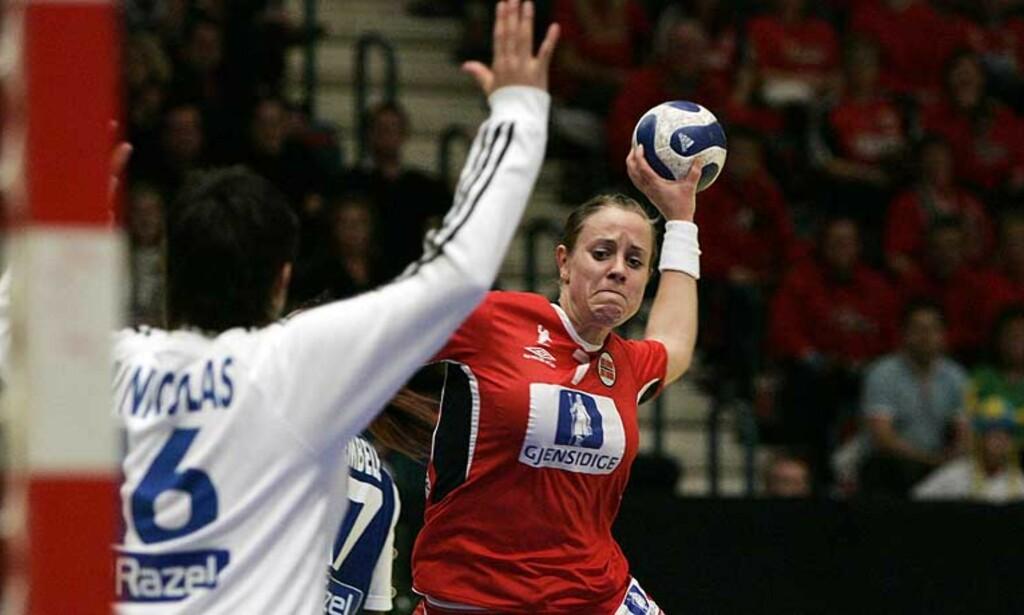 SKYLDTE PÅ DOMMERNE: Den franske keeperen Valerie Nicolas skyldte på dommerne for kveldens semifinale-tap mot Norge. Foto:Scanpix