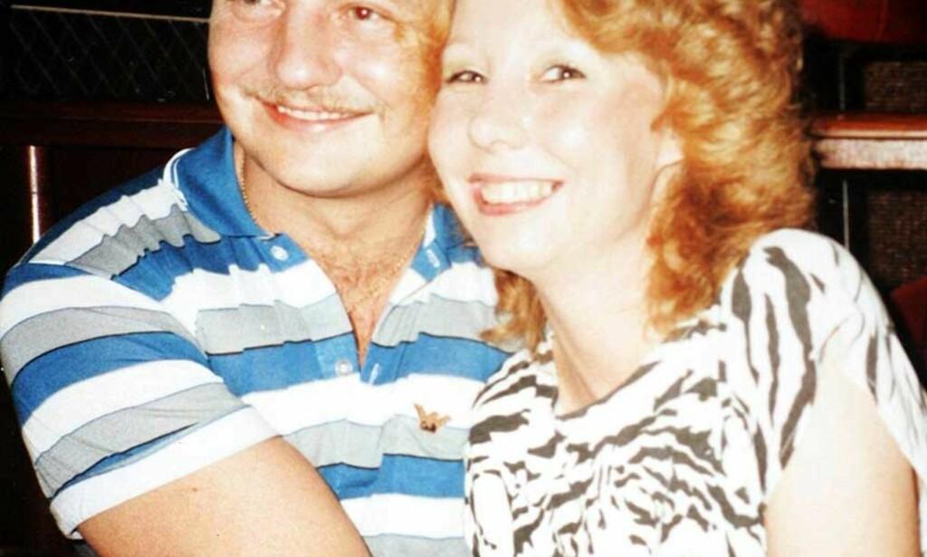 AVHØRES: Steve Wright sitter fortsatt i avhør. Her er han sammen med sin andre kone, Diane Cassell. Foto: The Sun