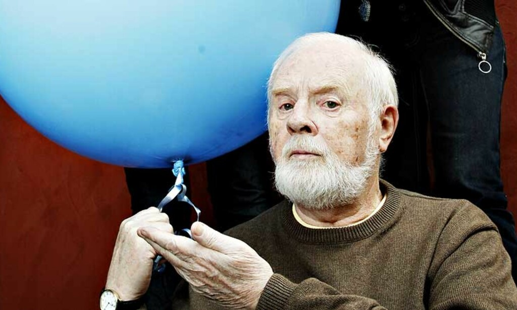 MISFORNØYD: Musikkprodusent, komponist og tekstforfatter  Arne Bendiksen (80) mener dagens radiosendinger hos NRK er ren sensur. Foto: Nina Hansen/Dagbladet