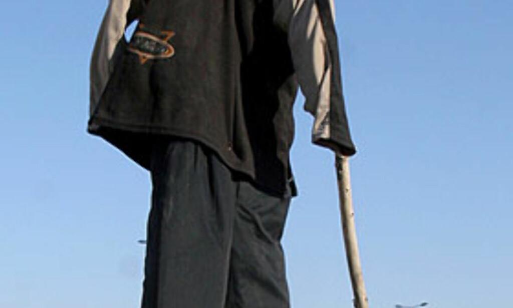 FEIRER:  Innbyggerne i en sjiamuslimske bydelen Sadr i Bagdad feiret henrettelsen av Saddam Hussein på sin måte i formiddag. Foto: AP/Scanpix.