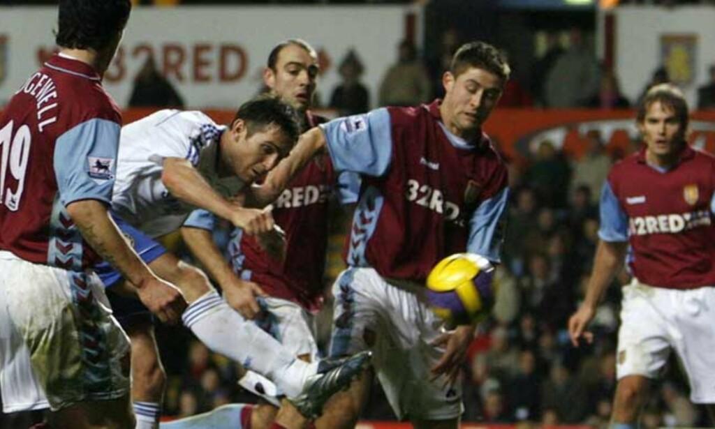 SKJØT OVER: Frank Lampard fikk en drømmesjanse rett før slutt, men skjøt over. Den bommet kostet Chelsea to poeng. Foto: REUTERS