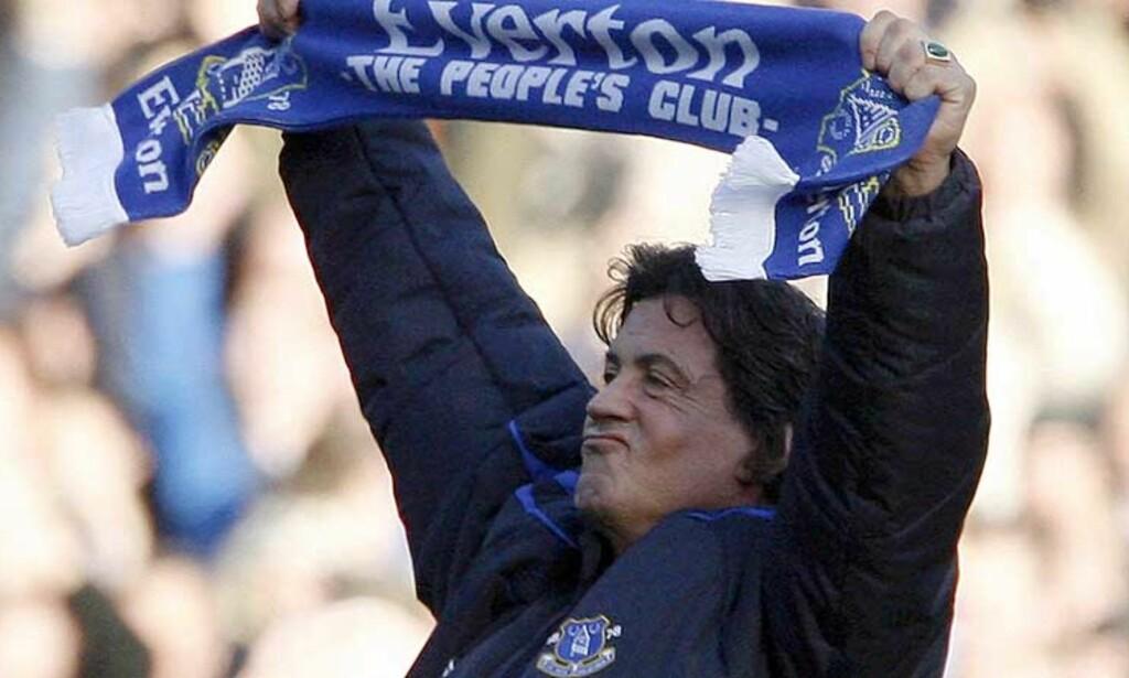 RINGSIDE: Sylvester «Rocky» Stallone var på plass på Goodison Park, iført Everton-jakke og skjerf. Likevel klarte ikke Everton mer enn uavgjort hjemme mot Reading. Foto: Reuters/Scanpix