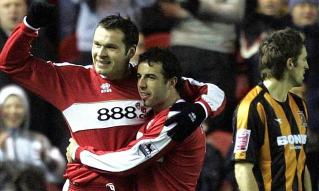 SIKRET SEIEREN: Mark Viduka (t.v.) scoret to for Middlesbrough, som til slutt slo Hull 4-3 i kveld. Foto: AP/Scanpix