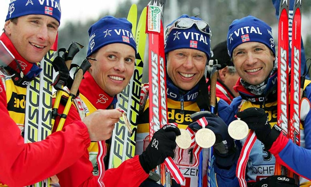 NORSK LAGSEIER: Egil Gjelland, Stian Eckhof, Halvard Hanevold og Ole Einar Bjørndalen sikret Norge VM-gull på stafett i Hochfilzen i 2005. Foto: Scanpix