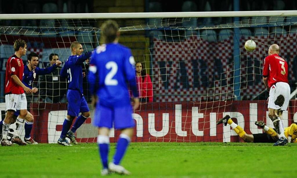 2-0: Luka Modric setter inn Kroatias andre mål, Marius Johnsen og Erik Hagen står hjelpeløse tilbake. Foto: Scanpix