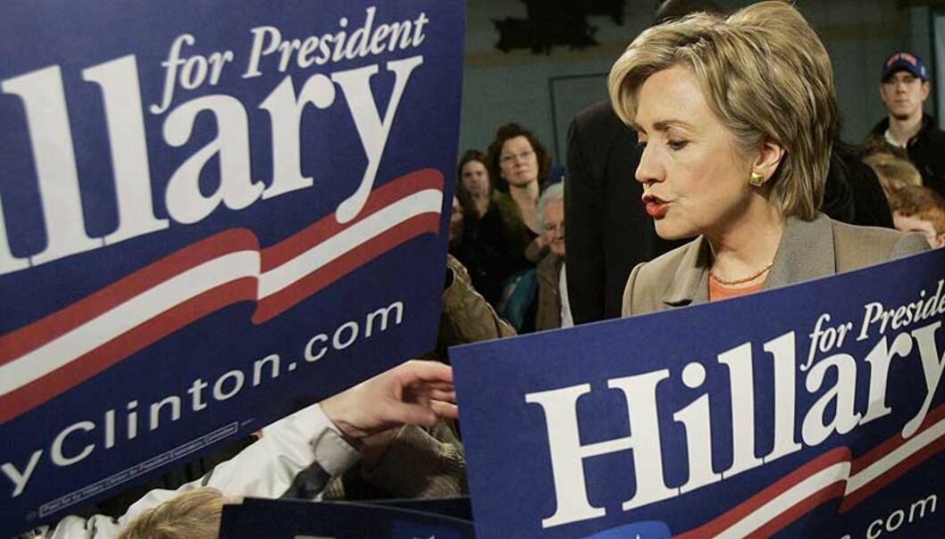 <strong><b>PRESIDENTKANDIDAT:</strong></b> Hillary Clinton krever at tilbaketrekkingen av amerikanske styrker fra Irak innledes innen 90 dager. Clinton håper å bli USAs neste president, men kritiseres for å ha stemt for å gi president Bush autorisasjon for Irak-krigen. Foto: AP