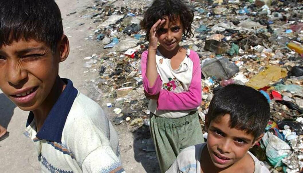 <strong><b>EN TREDJEDEL I FATTIGDOM:</strong></b> Av Iraks befolkning på 27 millioner, lever en tredjedel i fattigdom. De klarer seg på under en dollar om dagen. Forholdene er blitt mye verre etter de to krigene landet har vært gjennom og er i. Foto:  SCANPIX/REUTERS