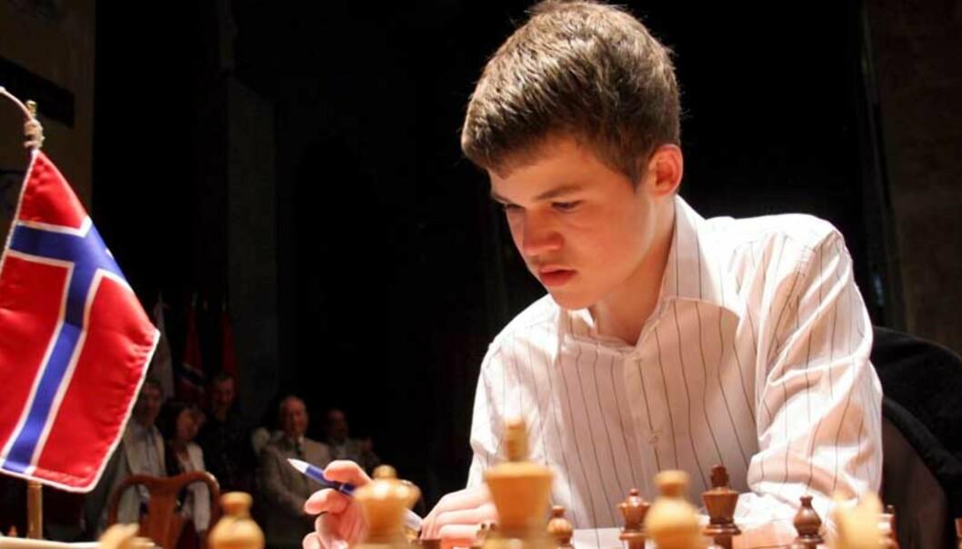 <strong><b>GENI:</strong></b> Magnus Carlsen kom til turneringen rangert klart nederst, likevel har han nå sikret seg en imponerende andreplass. Foto: SCANPIX