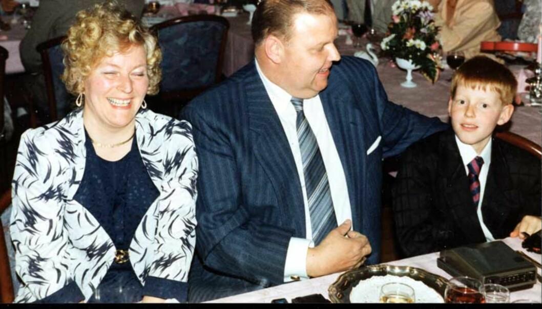 <strong><b>FAMILIEN:</strong></b> Her er familien Synnøve, Tron og Kai Eriksen i lykkeligere omstendigheter. Synnøve Eriksen (46) døde etter legetabbe på Ullevål universitetssykehus i mars 1997. Foto: Privat