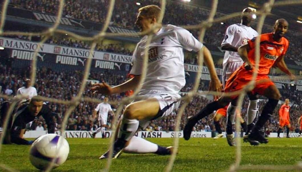 <strong><b>SCORET MOT GAMLE LAGKAMERATER - IGJEN:</strong></b> Som i den første kampen scoret Ferderic Kanouté mot Tottenham. Foto: REUTERS