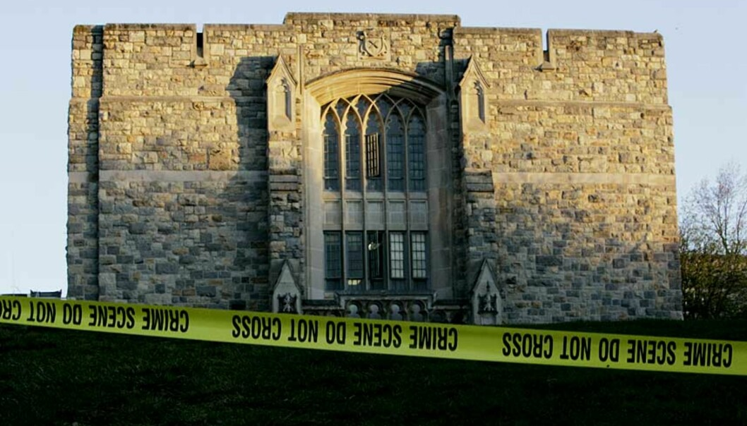 <strong><B>ÅSTED 2:</strong></B> Her i Norris Hall, et undervisninsgbygg på den store universitetscampusen, skjedde 30 av de totalt 32 drapene, før gjerningsmannen skjøt seg selv. Alle foto: AP / REUTERS / SCANPIX