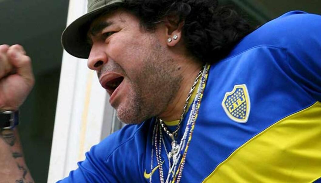<strong><b>PÅ BEDRINGENS VEI:</strong></b> Diego Maradona har vært syk på grunn av for mye sigar, alkohol og mat. Legenden er nå i bedre form hjemme i Argentina. Foto: Scanpix/Epa