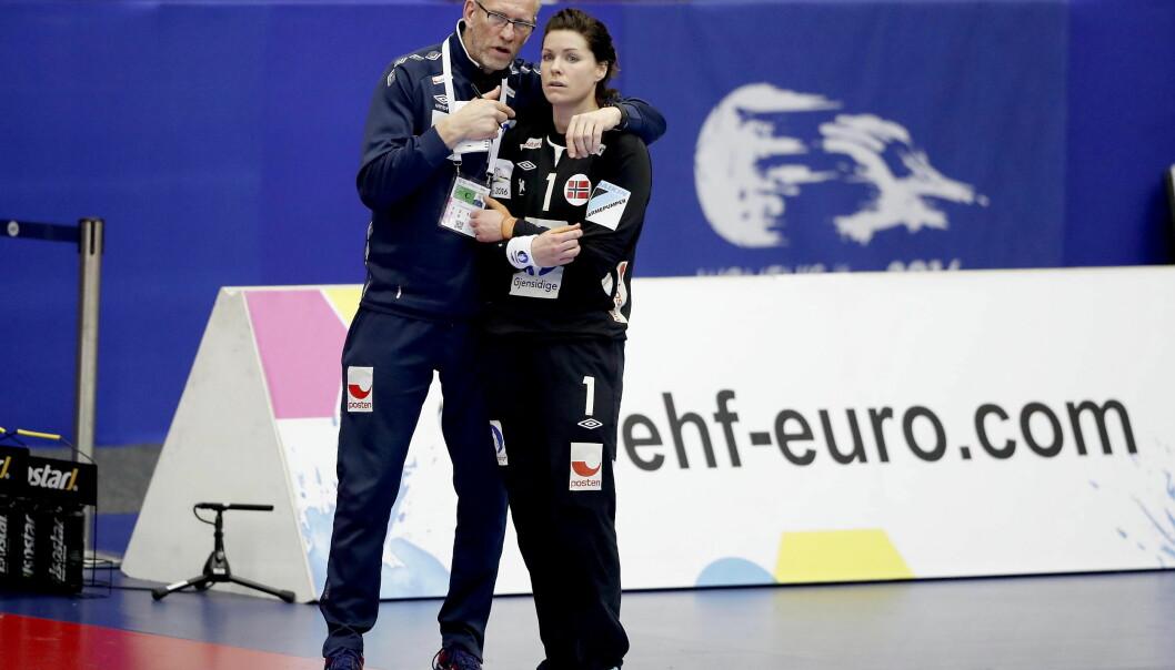 TETT: .Keepertrener  Mats Olsson og Kari Aalvik Grimsbø. Foto: Bjørn Langsem / DAGBLADET