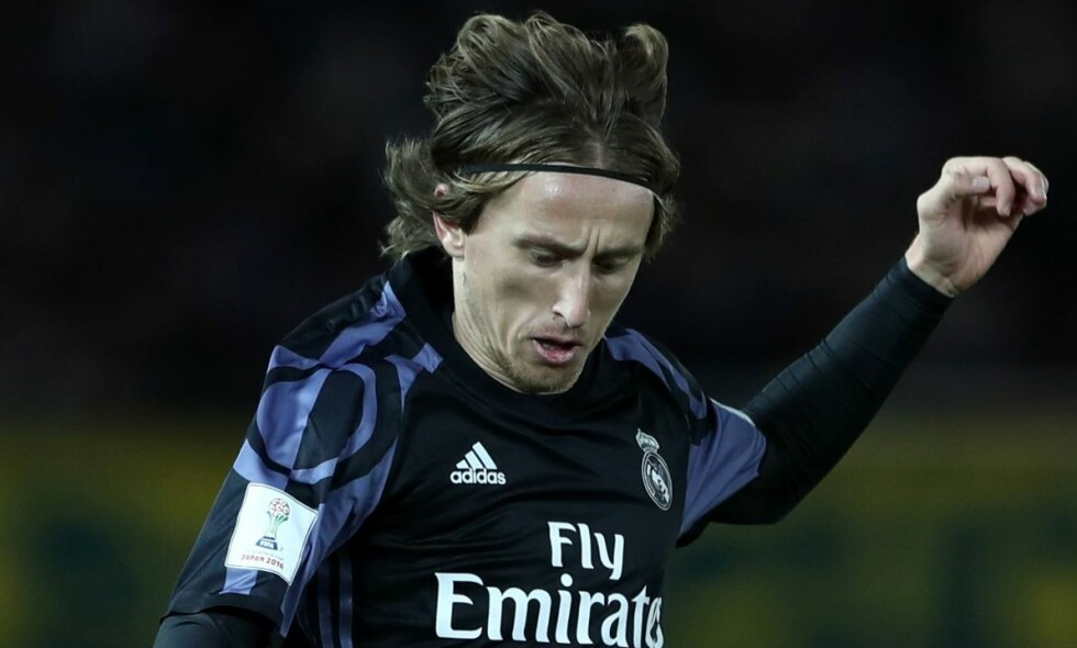 KRITISK: Real Madrid og Luka Modric slo Club America 2-0, men etter oppgjøret var Luka Modric mer opptatt av ulempene ved den rykende ferske videodømminga. Foto: AFP PHOTO / Behrouz MEHRI / NTB Scanpix