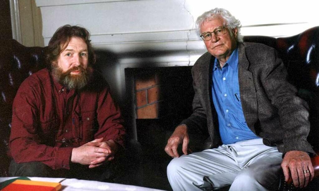 MØTE MELLOM POETER: Artikkelforfatter Helge Torvund (til venstre) har gjendiktet Robert Bly til norsk, og skriver her den siste av to leksjoner om den amerikanske poeten. Foto: ROAR VESTAD