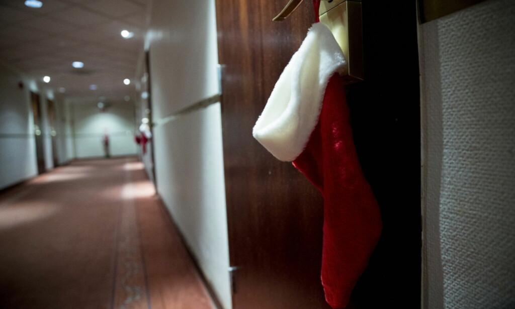 INGEN EFFEKT: Dagbladets EM-fotograf fikk ei dansk julestrømpe festet på hotelldøra tidligere i EM. Enkelte i den danske delegasjonen likte ikke at Dagbladet tok et fotografi av egen hotelldør. Foto: Bjørn Langsem