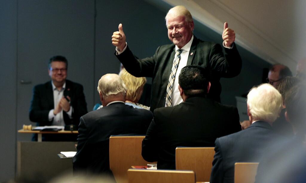 RIRI IGJEN: Carl I. Hagen på nominasjonsmøtet til Oslo Frp på partikontoret til FrP i Oslo mandag kveld. Hagen ble valgt til fjerdeplass på Oslo-lista foran stortingsvalget neste år. Foto: Lise Åserud / NTB scanpix