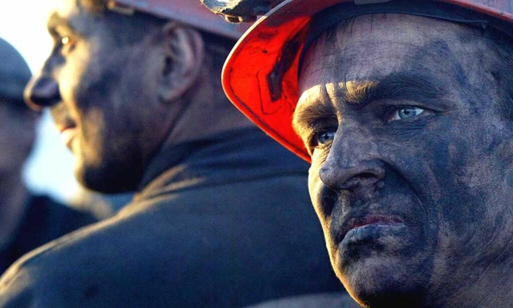 ULYKKE: Over 70 personer er bekreftet omkommet i den størst ulykken i Ukraina siden 1991. Mange av de overlevende vurderer nå å finne seg en annen jobb. Foto: AFP PHOTO/ Alexander KHUDOTEPLY