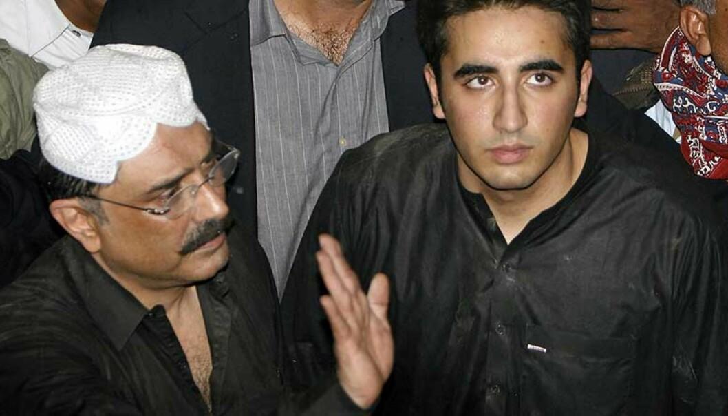 <strong><b>SKAL STYRE SAMMEN:</strong></b> Bhuttos ektemann Asif Ali Zardari og sønnen Bilawal skal sammen styre Pakistans folkeparti (PPP). Foto: AP PHOTO/SCANPIX