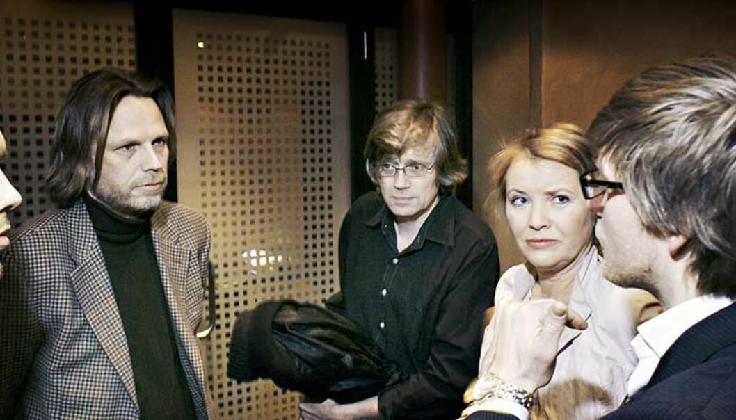 <b>SPILLTEORI:</b> Den som konsekvent ser bort fra ideologi og ressursfordeling, kan leve et langt liv som politisk kommentator. Denne dreiningen over mot ren spillteori er antakelig det største problemet i norsk politisk journalistikk i dag, skriver Magne Lindholm fra Journalisthøyskolen. Bildet viser SVs Audun Lysbakken (f.v), NRKs Kyrre Nakkim, VGsAnders Giøver, Dagbladets Marie Simonsen og ordstyreren etter en debatt om «kommentariatets diktatur»b. Foto: Frank Karlsen