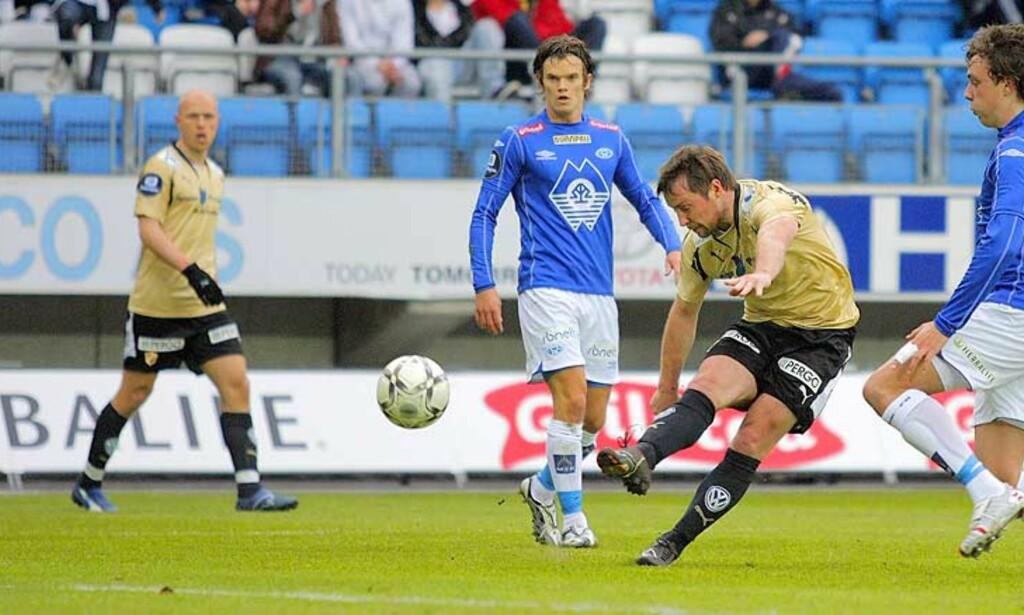 LØSKRUTT: Veigar Pall Gunnarson og Stabæk kom aldri opp på vant nivå mot Molde og må si seg fornøyd med ett poeng i serieåpninga. Foto: Svein Ekornesvaag/Scanpix