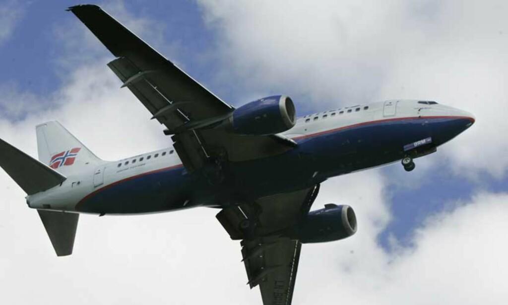 JULETRE-KAMPFLY: - Er synlighet det viktigste kriteriet for valg av nye jagerfly, kan vi patruljere nordområdene med gamle Boing 737 fly dekorert med røde led-lys. Billigere er det også, skriver sosiolog Ørjan Karlsson. Illustrasjonsfoto: Scanpix