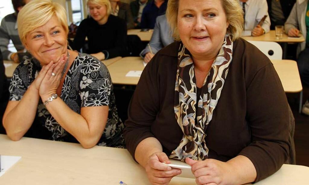 STØTTES AV FOLKET: Siv Jensen og Erna Solberg får oppslutning hos stadig flere velgere. Nå er de bare et par prosentpoeng unna å ha rent flertall. Foto: Scanpix