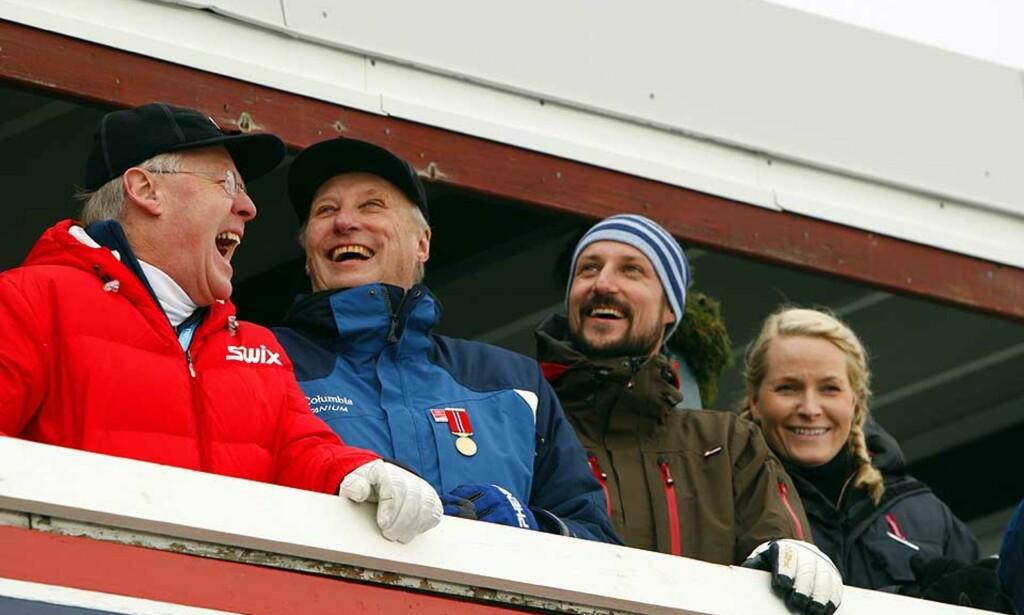 SKIPRESIDENT OG SKIKONGE: Sverre Seeberg (lengst t.v.) vil fortsatt være vertsskap for kongefamilien når Skiforbundet inviterer til fest. Foto: Heiko Junge/Scanpix