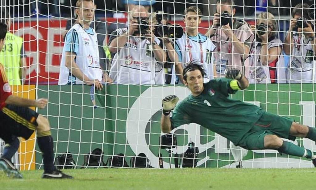 BYTTET HJØRNE: Cesc Fabregas valgte bort det faste hjørnet - i den grad en spiller som ikke har tatt straffe på seks år har et fast hjørne. Foto: AP