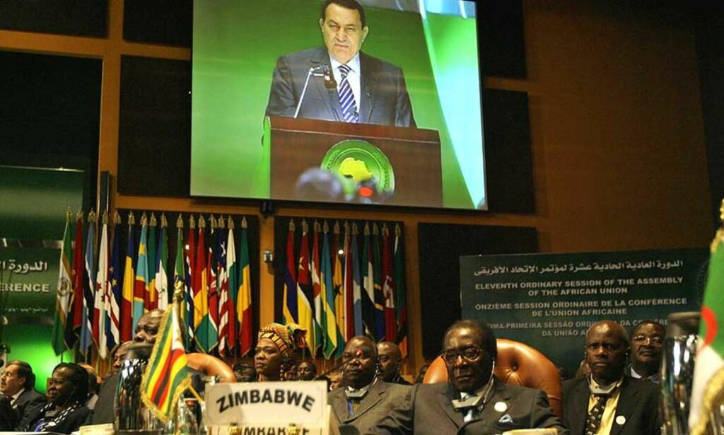 PRESSES: Sør-Afrika har påtatt seg rollen som regional forhandler i Zimbabwe, men Zimbabwes opposisjonsparti Foto: AP/SCANPIX