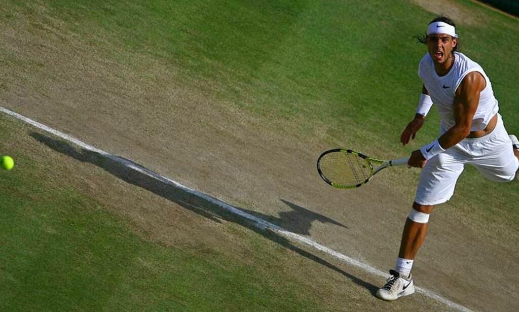 KRAFTFULL: Roger Federer har tradisjonelt slitt med Rafa Nadals kraftfulle spill. Nå møtes de to i en ventet finale på søndag. Foto: AFP/Scanpix
