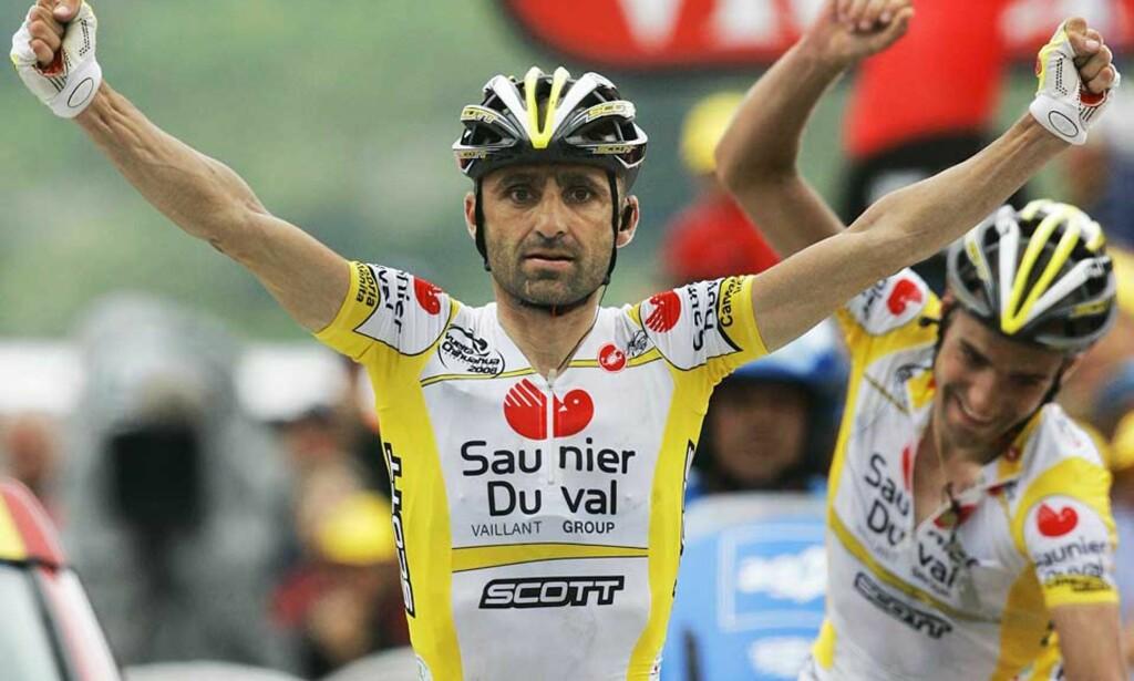 LAGTRIUMF: Saunier Duval-Scott snøt Team CSC-Saxobank for konfekten da laget spilte ut kortene sine best i fjellsiden opp til Hautacam. Foto: AP/Scanpix