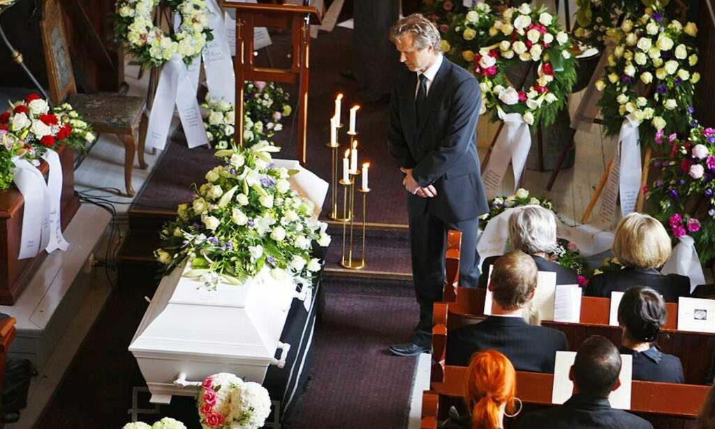 FOLKEKJÆR: En fullsatt Trøgstad Kirke hedret Kjell Kristian Rike i begravelsen i mai. Langrennssjef Åge Skinstad var en av dem som holdt minnetale. Nå hedres også Rike av skytter-Norge, med en egen minnepris. Foto: HÅKON MOSVOLD LARSEN/SCANPIX