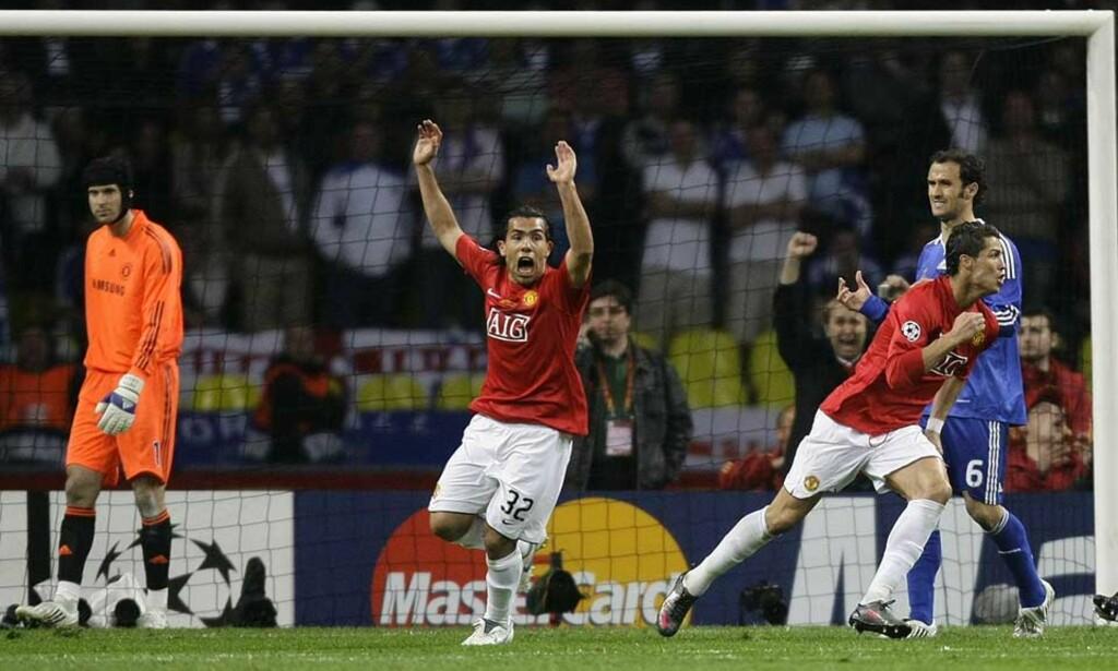 SNART MOTSPILLERE? Carlos Tévez (i midten) og Cristiano Ronaldo spilte blant annet sammen da Chelsea ble beseiret i mesterligafinalen. Neste sesong kan de bli motspillere. Foto: KAI PFAFFENBACH/REUTERS/SCANPIX