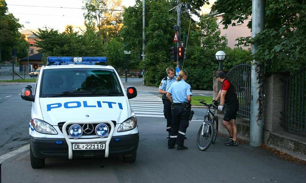 FEM SKUTT: Syklisten på bildet ble truffet mens han syklet i Sognsveien på Ullevål. Han fikk lettere skader. Foto: TRULS GRANDE