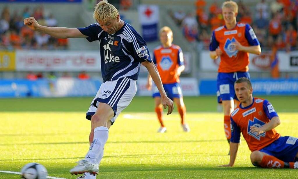ÅPNET BALLET: Her scorer Gaarde kampens første mål i en kjedelig første omgang. FOTO: SVEIN OVE EKORNSVÅG/ SCANPIX