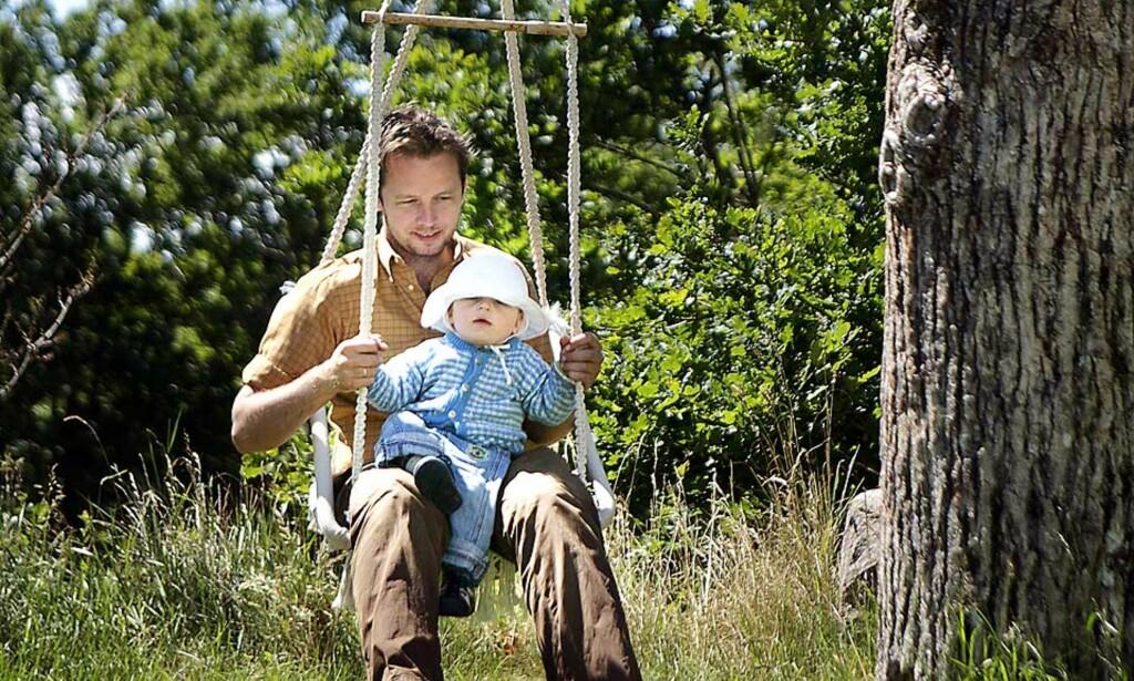 LIVET: Andreas og sønnen Hector (15 mnd.) nyter late sørlandsdager. Alle foto: METTE RANDEM
