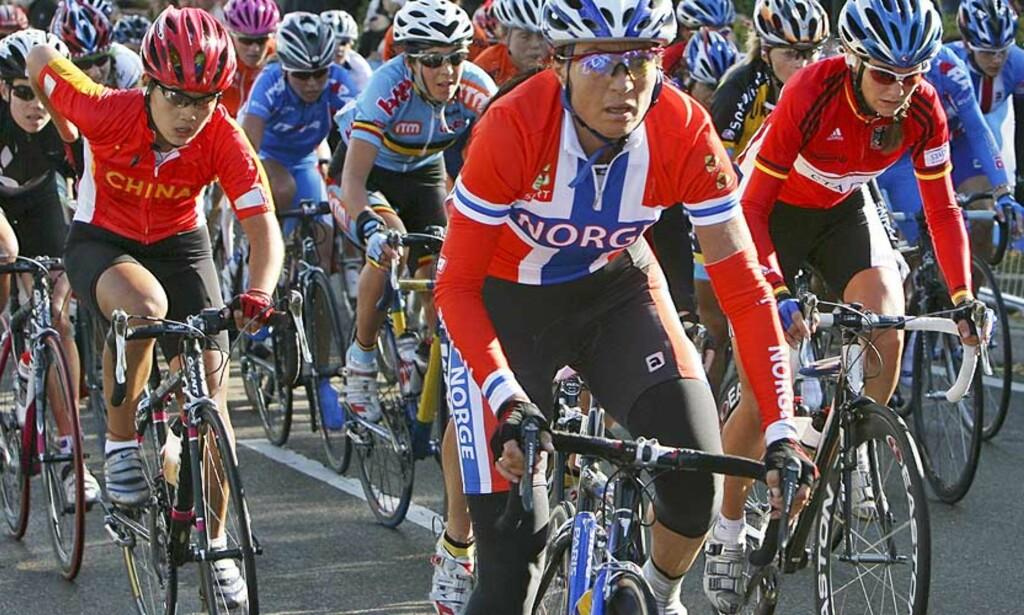 IKKE HELT I TOPPEN: Anita Valen de Vries trillet i mål et godt stykke bak de beste under dagens OL-landeveisritt. Arkivfoto: HÅKON MOSVOLD LARSEN/SCANPIX