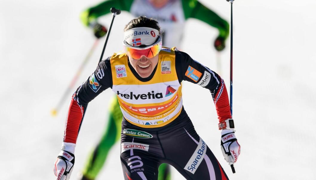 <strong>MOSTE KONKURRENTENE:</strong> Heidi Weng viste muskler og vant foran Marit Bjørgen og Ingvild Flugstad Østberg i Frankrike i formiddag. Foto: NTB Scanpix