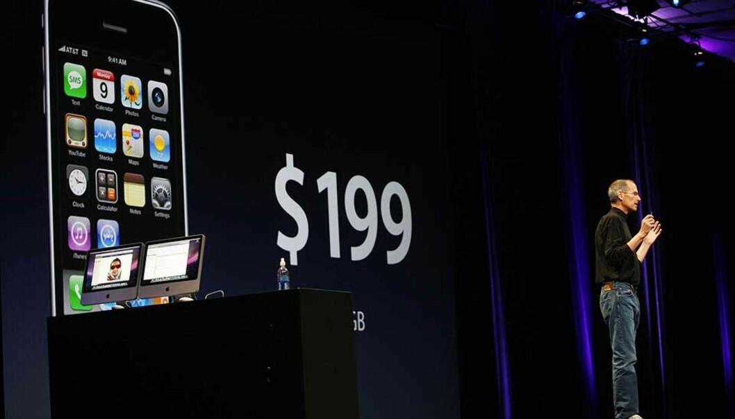 <strong><B>INNRØMMER KILL-KNAPP:</strong> </b> Toppsjef Steve Jobs i Apple innrømmer at de kan fjerne programvare på alle telefoner. Foto: SCANPIX/AFP