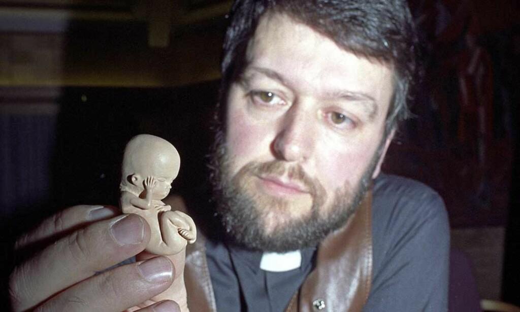 VETERAN: Ludvig Nessa har viet store deler av sitt voksne liv til kampen mot abort. Her i kjent positur fra begynnelsen av 90-tallet. Foto: BJØRN SIGURDSØN/SCANPIX